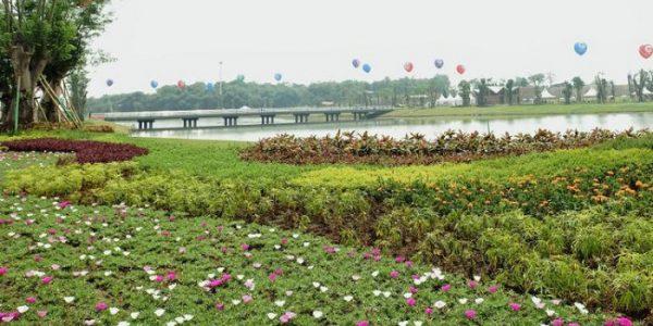 Danau Central Park Meikarta Yang Cantik Sebagai Tempat Refreshing Untuk Keluarga