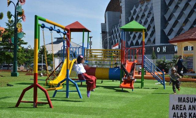 Taman bermain Taman Sehati Stadion Wibawa Mukti Cikarang